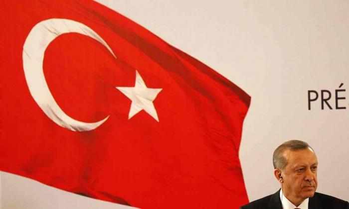 A picture of Erdogan and the turkish flag.