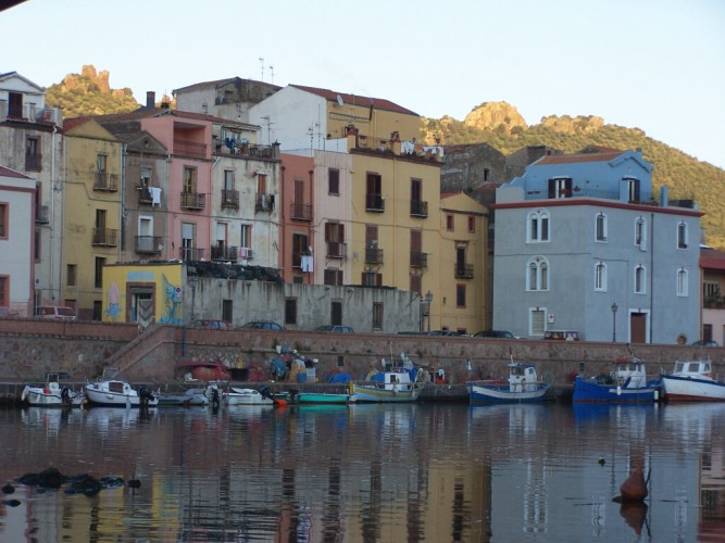 Picture of colored houses on the banks of a river