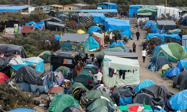 Picture showing dozens of tents in the Calais camp with Eritrean refugees
